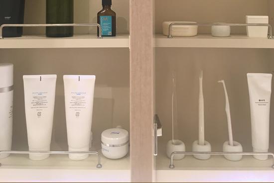 洗面台の鏡裏をパストリーゼでお掃除
