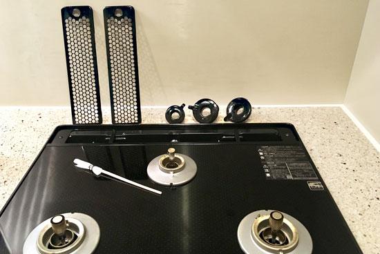 コンロのカバーやバーナーリングをウタマロクリーナーでお掃除
