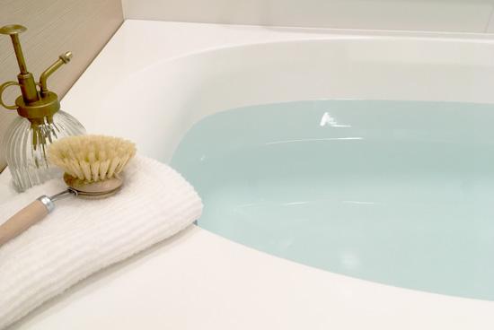 浴槽の水垢をオキシクリーンでお掃除