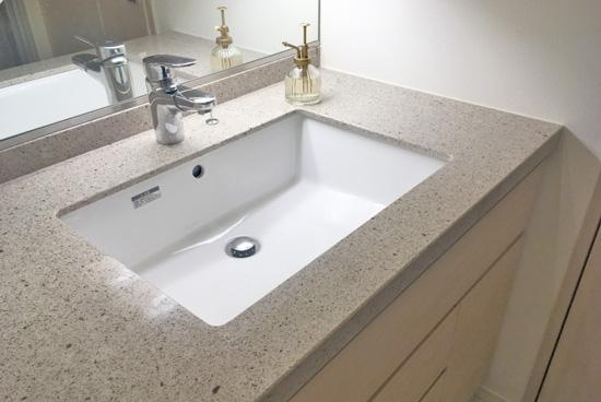 洗面台の水垢をウタマロクリーナーでお洗濯