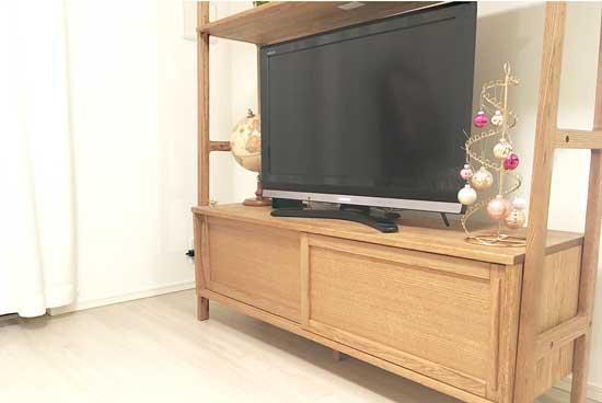 テレビ画面をウタマロクリーナーで拭き掃除